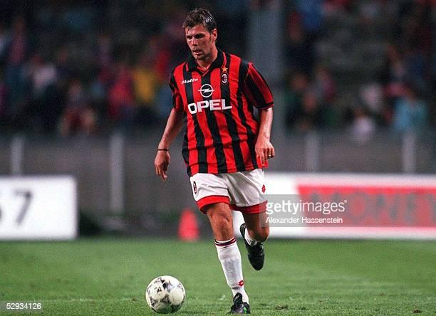 FUSSBALL italienische Liga 97/98 AC MAILAND 280797 Zvonimir BOBAN Einzelaktion