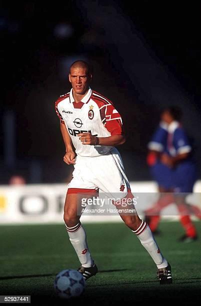 FUSSBALL italienische Liga 97/98 AC MAILAND Christian ZIEGE Einzelaktion 280797