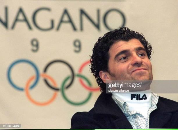 Italiens Ski-Idol Alberto Tomba am 12.2.1998 bei einer Pressekonferenz in Nagano. Alberto Tomba muß wegen Steuerhinterziehung in Millionenhöhe vor...