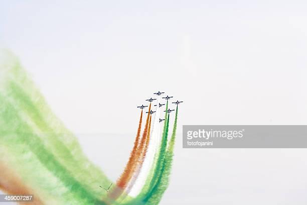 piani italin acrobatica - frecce tricolori foto e immagini stock