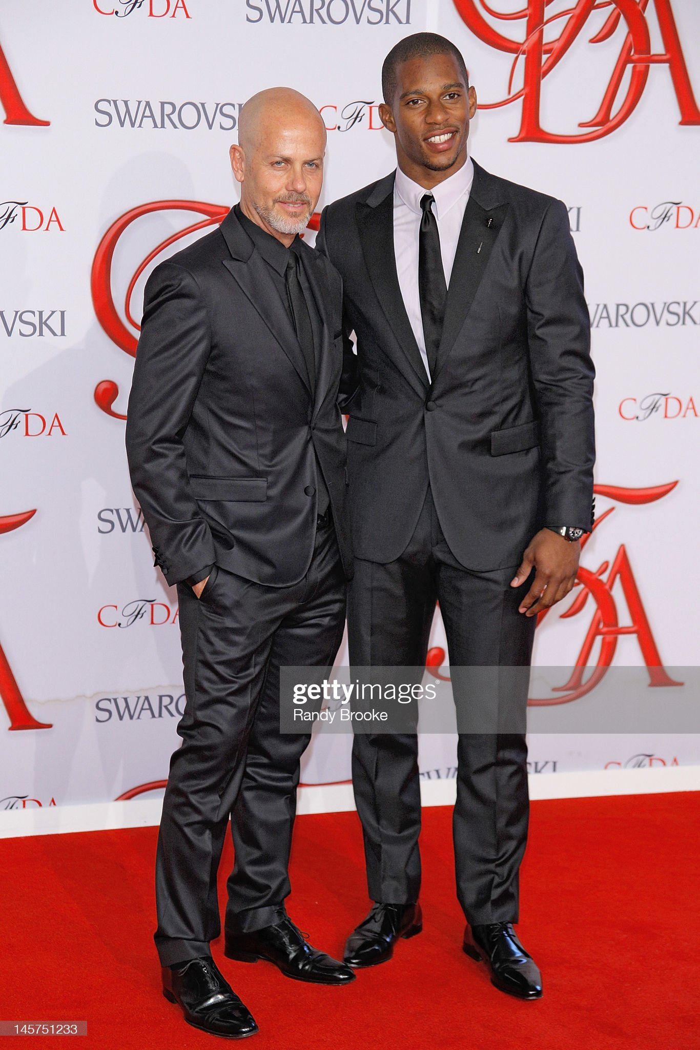 ¿Cuánto mide Italo Zucchelli? - Altura - Real height Italo-zucchelli-and-victor-cruzattend-2012-cfda-fashion-awards-at-picture-id145751233?s=2048x2048