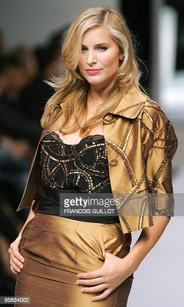 A model presents a creation of Elena Miro during the Spring/Summer 2006 women's collections 01 October 2005 in Milan For the first time a ready to...