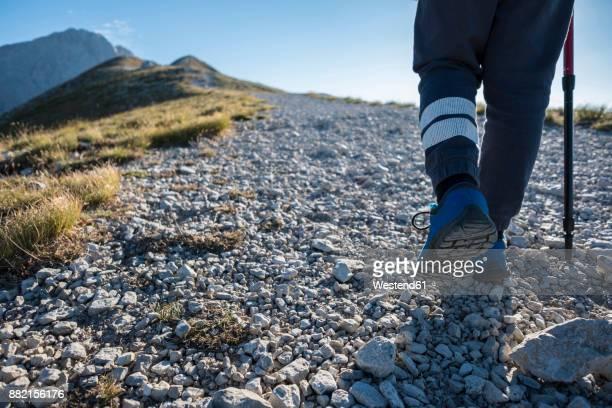 italy, abruzzo, gran sasso e monti della laga national park, legs of boy on hiking trail - gran sasso d'italia foto e immagini stock
