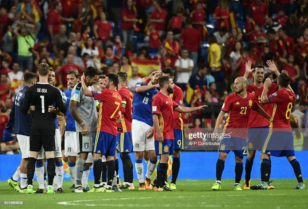 Italy and Spain players cheer eachother at the end of the World Cup 2018 qualifier football match between Spain and Italy at the Santiago Bernabeu stadium in Madrid on September 2, 2017. /