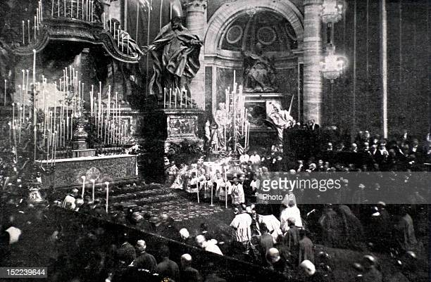 Italy April 18 Joan of Arc's beatification in Rome Pope Pius X praying in the centre of the choir in front of Joan of Arc's 'glory'
