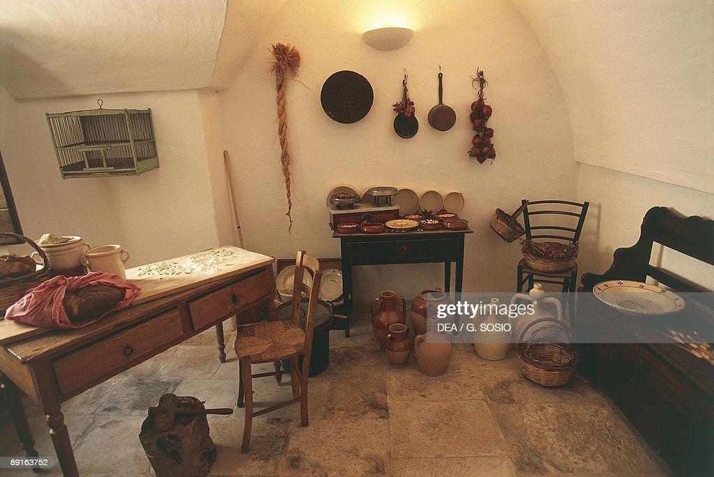 Italy, Apulia Region, Murge Plateau, Trullo Sovrano, Interior of kitchen : Nachrichtenfoto