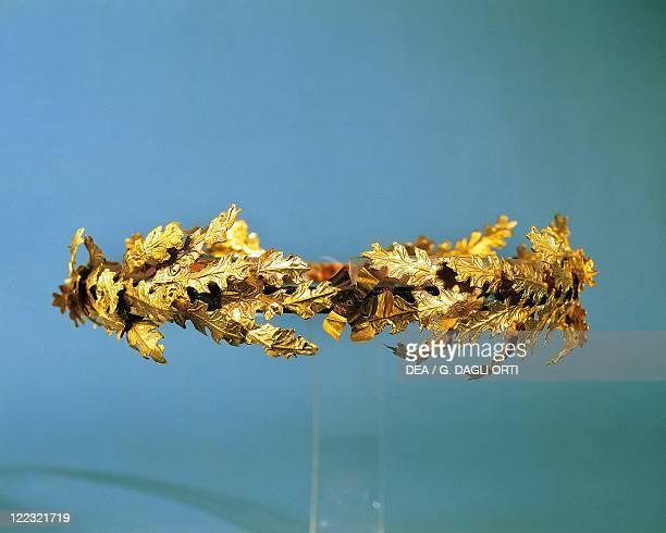 Italy Apulia Tiara with oak leaves gold