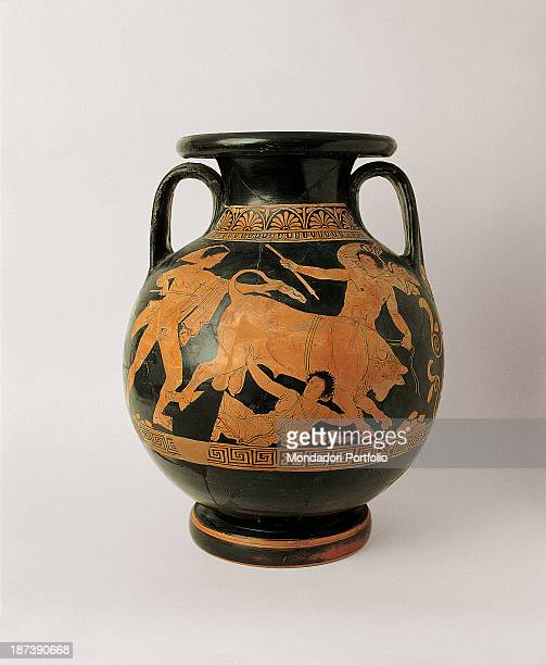 Italy Basilicata Policoro Museo della Sibaritide All Front side of a redfiguredpanathenaic amphora The Attic ceramic has an offset ring base The body...