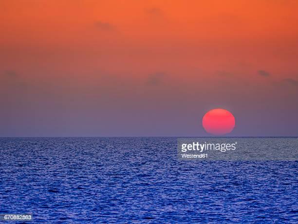 italy, capri, sunset over the sea - mer tyrrhénienne photos et images de collection