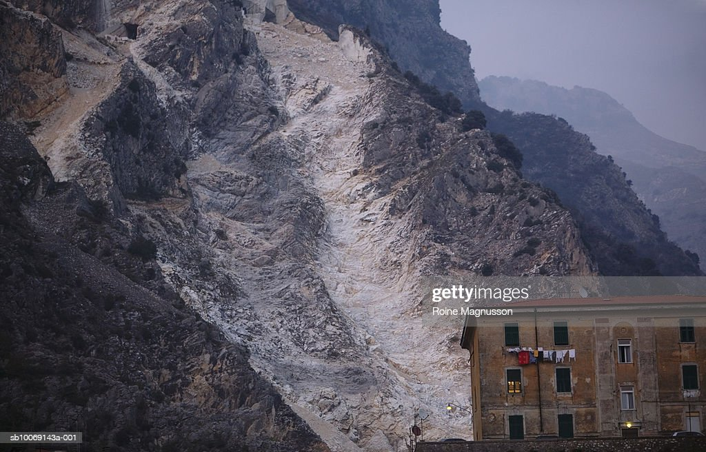 Italy, Carrara, house in marble mine : Stockfoto
