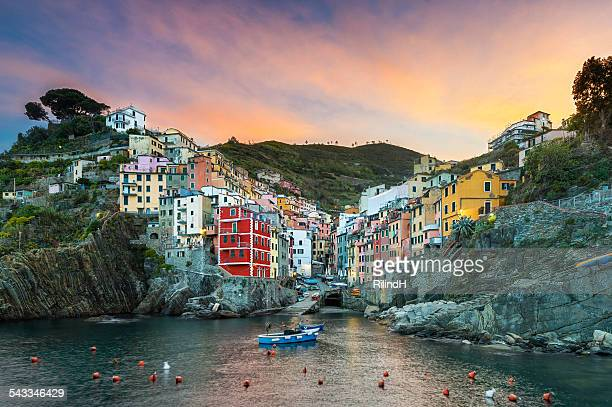 italy, cinque terre, riomaggiore, townscape at sunset - cinque terre stock pictures, royalty-free photos & images