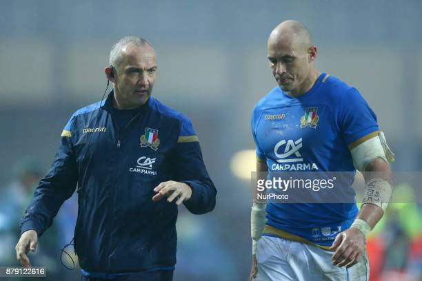 Italy coach Conor OShea with the captain Sergio Parisse at Plebiscito Stadium in Padova Italy on November 25 during the Rugby test match between...