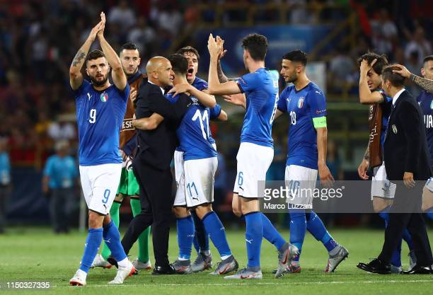 Italy coach Luigi Di Biagio and his players celebrate a victory at the end of the 2019 UEFA U21 Group A match between Italy and Spain at on June 16...