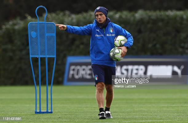 Italy coach Roberto Mancini issues instructions to his players during the Italy Training Session at Centro Tecnico Federale di Coverciano on March 18...