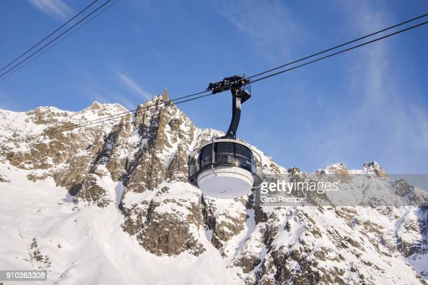 italy courmayeur, the new skyway revolving cable car. - monte bianco foto e immagini stock