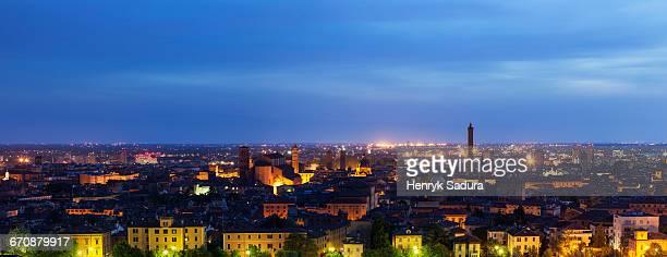 italy, emilia-romagna, bologna, cityscape at dusk - crepuscolo foto e immagini stock