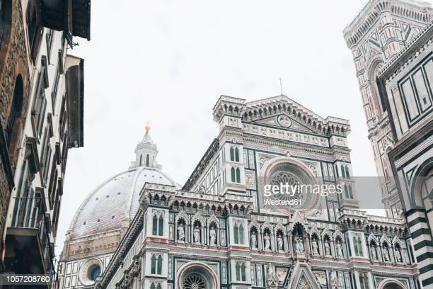italy, florence, basilica di santa maria del fiore in winter - duomo santa maria del fiore stock pictures, royalty-free photos & images