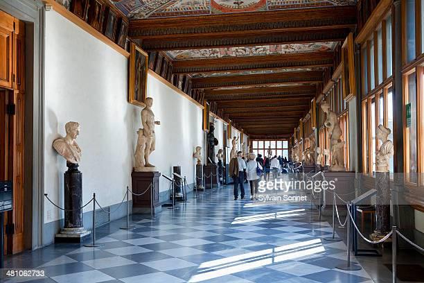 italy, florence, interior of galleria degli uffizi - florenz italien stock-fotos und bilder
