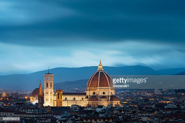 italy, florence, santa maria del fiore cathedral - blue hour stock-fotos und bilder
