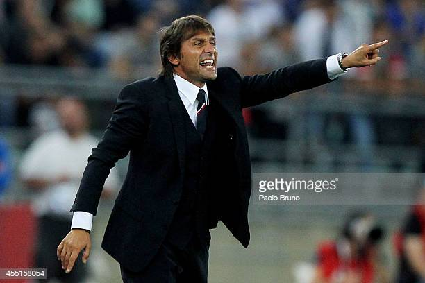 Italy head coach Antonio Conte gestures during the international friendly match between Italy and Netherlands at Stadio San Nicola on September 4...