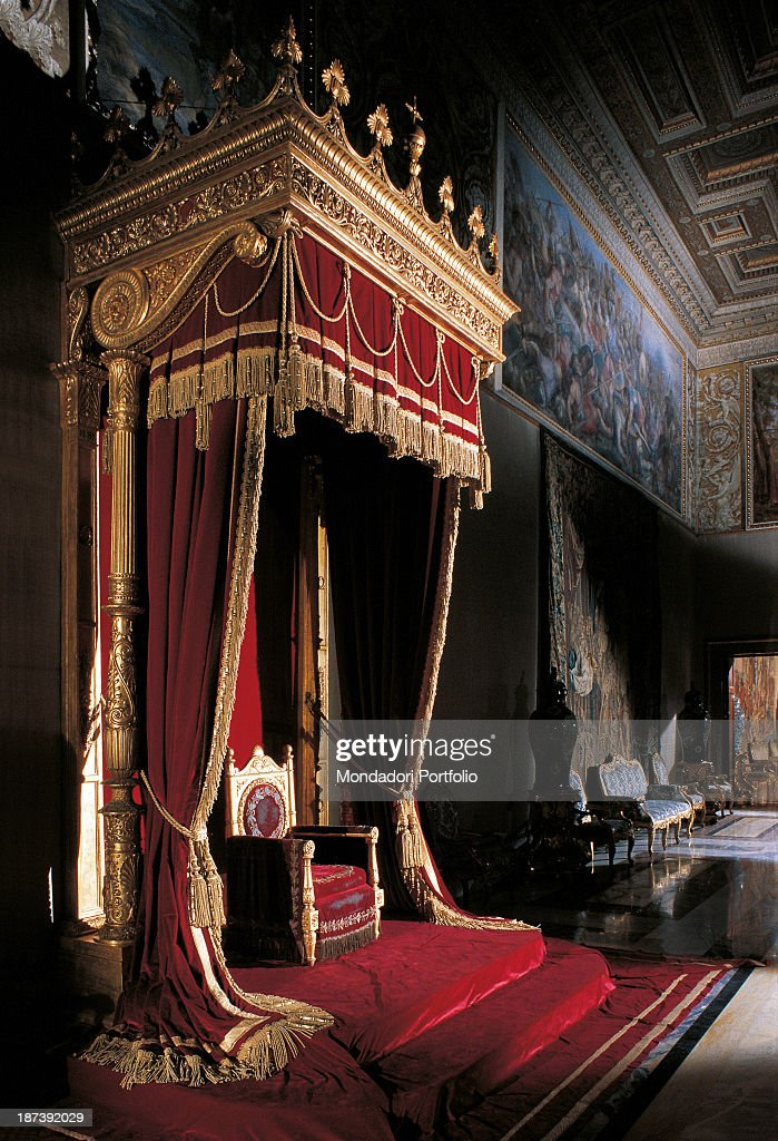 Italy Lazio Rome Palazzo del Quirinale All Throne under a canopy with a red and golden & Golden Throne Room Stock Photos and Pictures | Getty Images