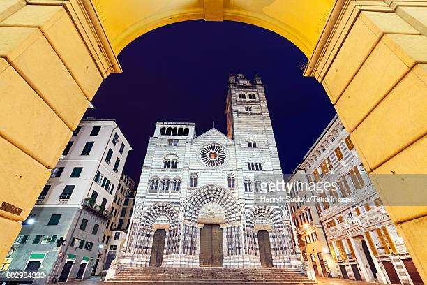italy, liguria, genoa, cattedrale di san lorenzo at night - genoa stock pictures, royalty-free photos & images
