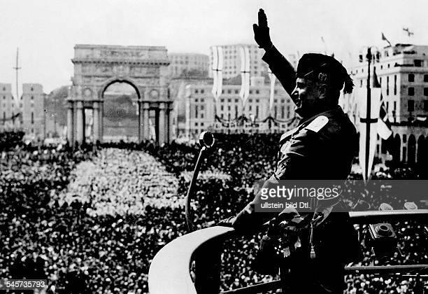 Italy Liguria Genova Mussolini Benito Politician Italy *29071883 Mussolini during an event at the Piazza della Vittoria in Genua at the event of the...