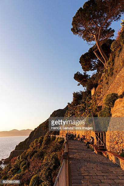 italy, liguria, manarola, promenade at sunset - waterfront stock pictures, royalty-free photos & images
