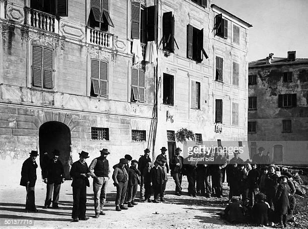 Riviera di Ponente Albenga near Alassio playing Italians undated probably around 1910 Photographer Haeckel