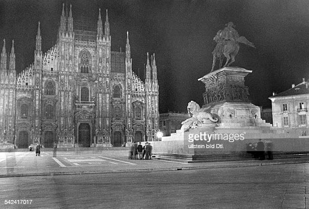 Italy Lombardia Milano View of Milan Cathedral undated probably 1934 Photographer Alfred Eisenstaedt Published by 'Die Dame' 11/1934 Vintage property...