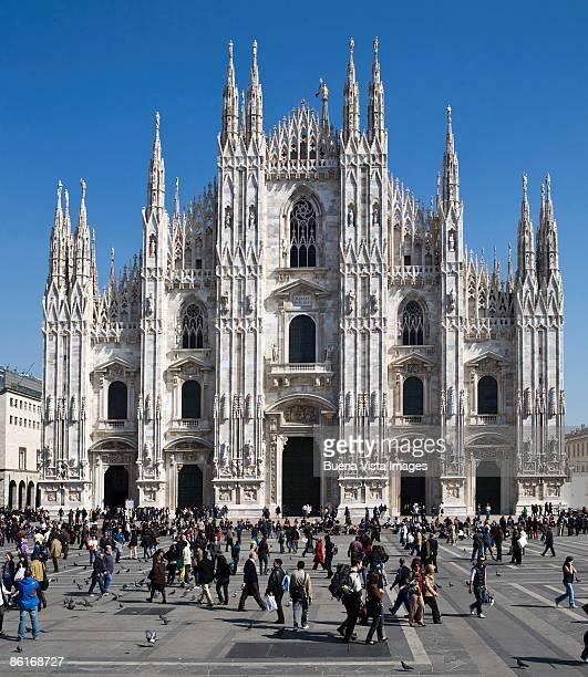 italy. lombardy. milan - piazza del duomo milano foto e immagini stock