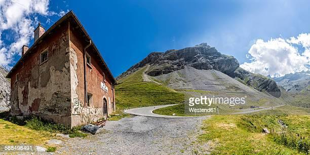 Italy, Lombardy, Veltlin, Stelvio Pass, abandoned house