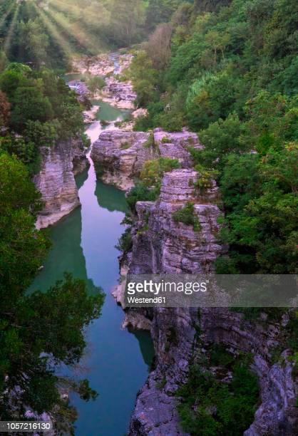 italy, marche, fossombrone, marmitte dei giganti canyon, metauro river in the evening - marche italia foto e immagini stock