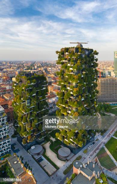 italy, milan, bosco verticale residential buildings - bosco verticale milano foto e immagini stock