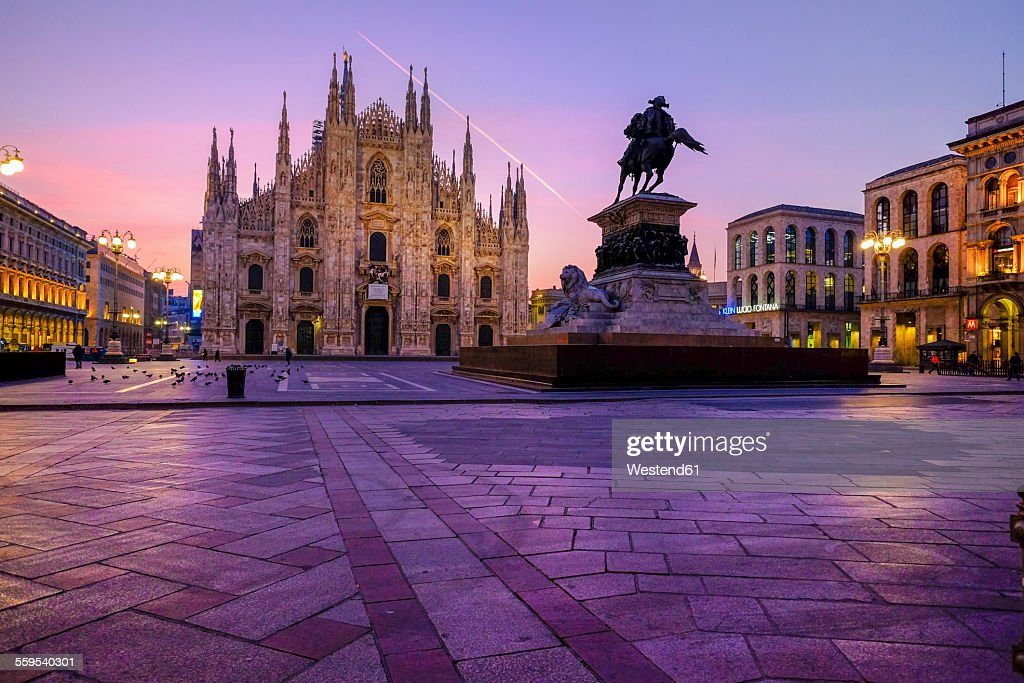 Italy, Milan, Cathedral with equestrian statue Vittorio Emanuele II in the morning : Stock-Foto