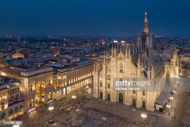 italy, milan, duomo (santa maria nascente cathedral) - piazza del duomo milano foto e immagini stock