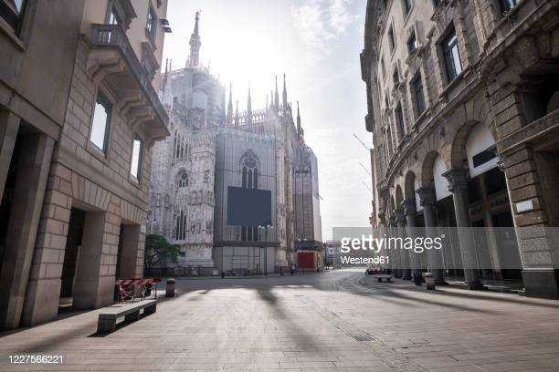 italy, milan,corsovittorioemanueleii street with milan cathedral in background during covid-19 outbreak - milan stock pictures, royalty-free photos & images