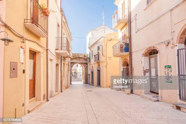 italy, molise, termoli, old town, empty alley - molise foto e immagini stock