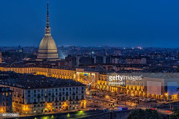 italy, piemont, turin, cityview with mole antonelliana at night - turim - fotografias e filmes do acervo