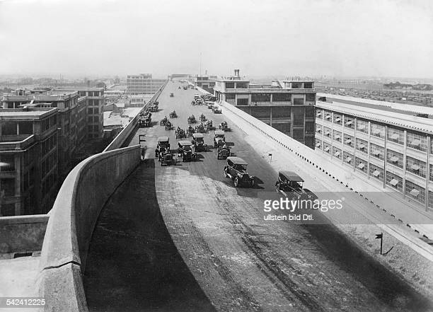 Italy Piemonte Torino Fiatfactory building with cars crossing the test track on the roof Published by 'BIZ 48/1933Vintage property of ullstein bild