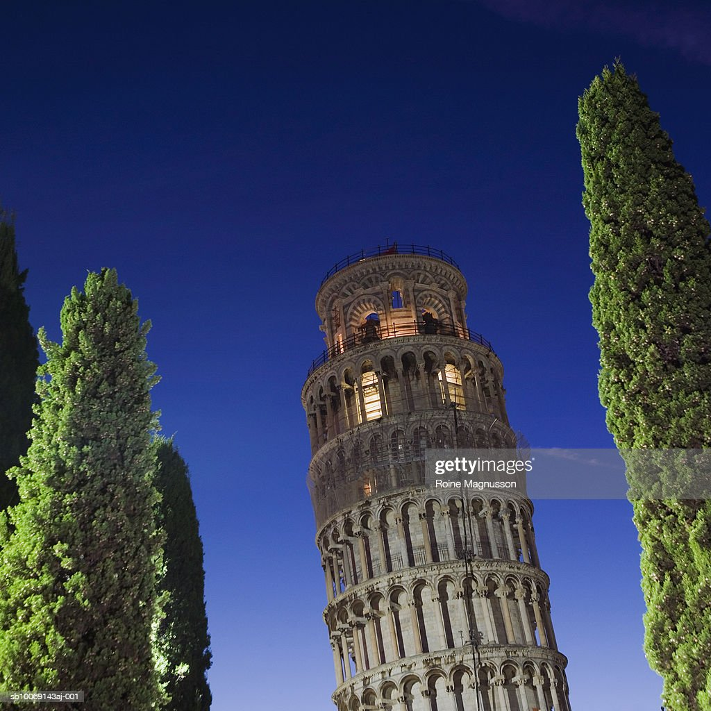 Italy, Pisa, Leaning Tower of Pisa, low angle view : Stockfoto