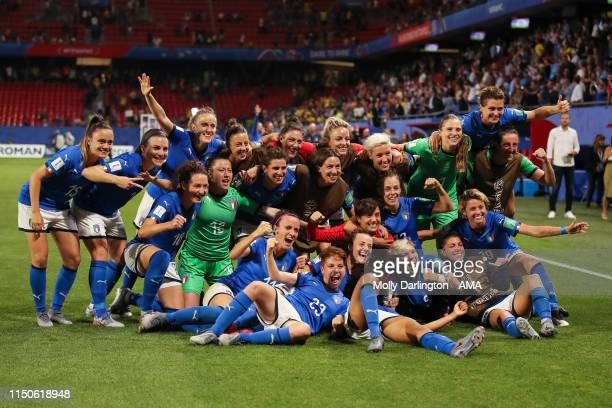 Italy players celebrate progressing to the round of 16 during the 2019 FIFA Women's World Cup France group C match between Italy and Brazil at Stade...