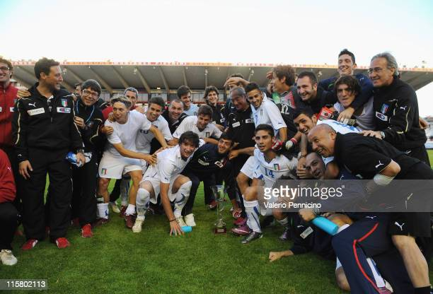 Italy players celebrate third place after the Toulon U21 tournament match between Italy and Mexico at Felix Mayol Stadium on June 10, 2011 in Toulon,...