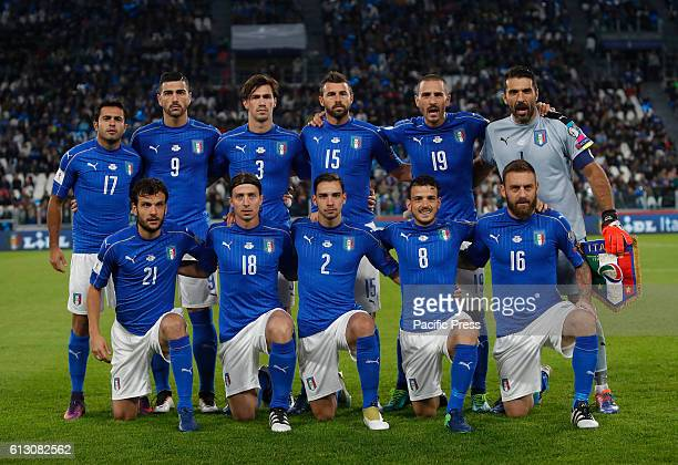 Italy players front row from left Marco Parolo Riccardo Montolivo Mattia De Sciglio Alessandro Florenzi Daniele De Rossi back row from left Eder...