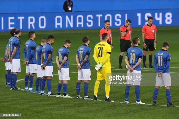 Italy players line up to observe a minute's silence in memory of former Italian National team members Pietro Anastasi, Pierino Prati, Paolo Rossi,...