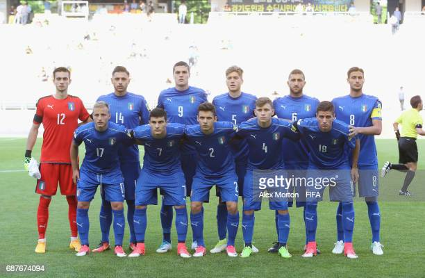 Italy players pose for a team photo prior to the FIFA U20 World Cup Korea Republic 2017 group D match between South Africa and Italy at Suwon World...