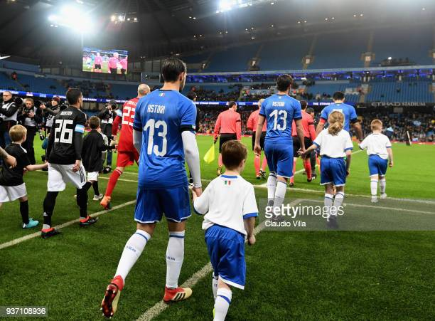 Italy players wear Davide Astori shirts at the start of the International friendly match between Italy and Argentina at Etihad Stadium on March 23...