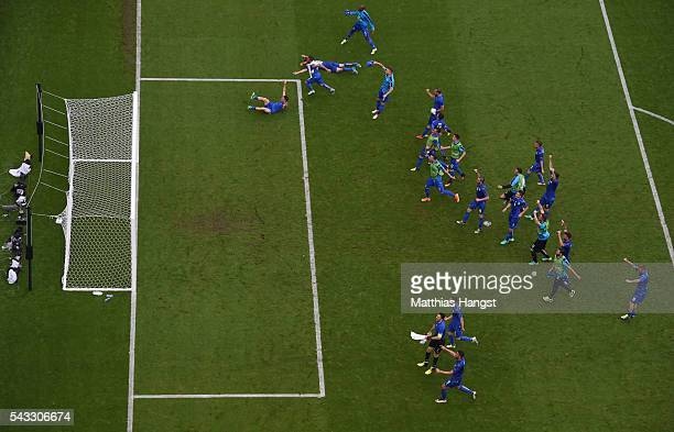 Italy playes celebrate their 2-0 win in the UEFA EURO 2016 round of 16 match between Italy and Spain at Stade de France on June 27, 2016 in Paris,...