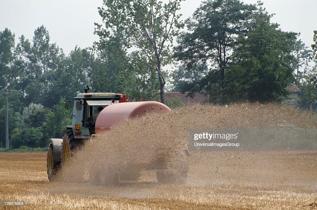 Italy, Po Delta, Saluzzo, Vicinity Cuneo, Pig Slurry Being Spread On Fields To Feed The Next Crop Of Maize Which Will Feed The Next Generation Of Pigs,  : News Photo