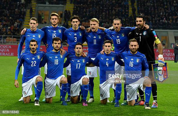 Italy pose for the photo prior to the International Friendly Match between Italy and Germany at Giuseppe Meazza Stadium on November 15 2016 in Milan...